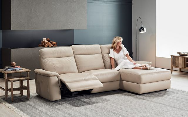 Julio 2.5 seat electric recliner + right facing chaise